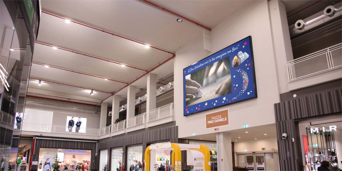 Campagna Pubblicitaria Baci Perugina centro commerciale La Birreria